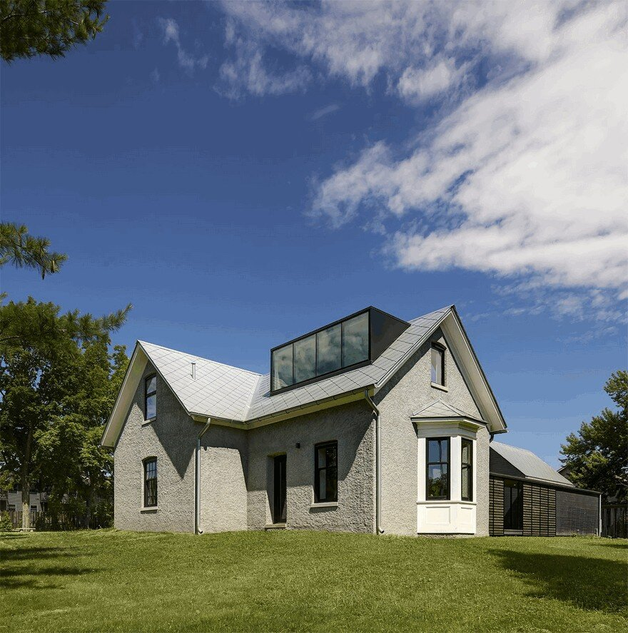 An 1850s Farmhouse Retreat In Iowa City Gets Inspiring