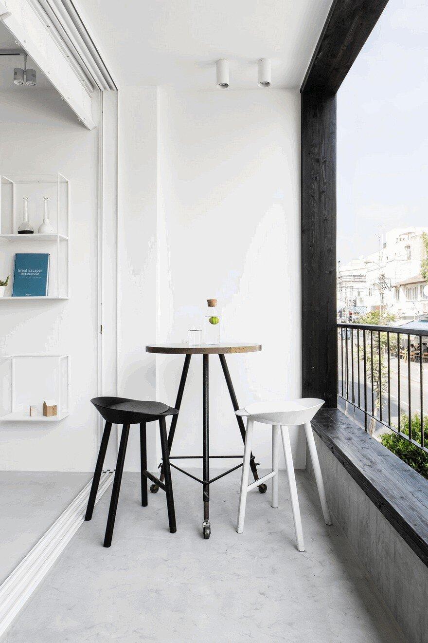 Minimalist Interior Showcased By Black Amp White Apartment