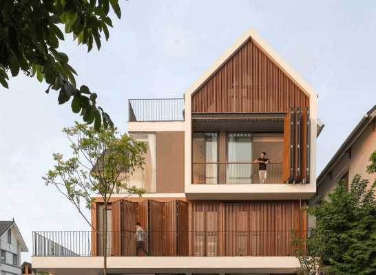 Modern Villa Maximizes Light and Space in Vietnam
