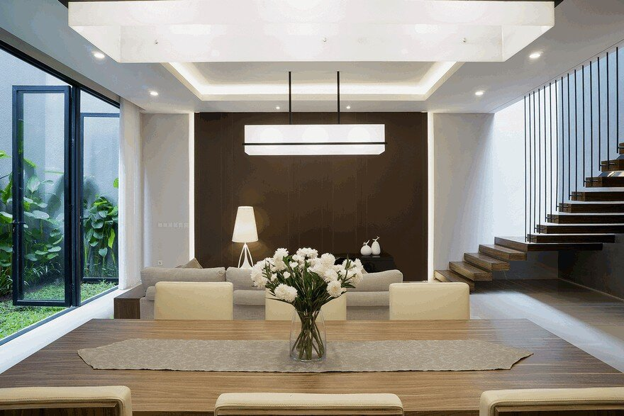Foyer Modern Minimalis : S residence comfortable efficient and practical