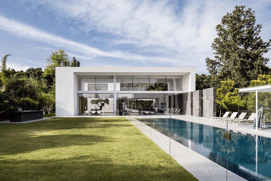 Simple Geometry Shines in Modern Minimalist Home in Israel