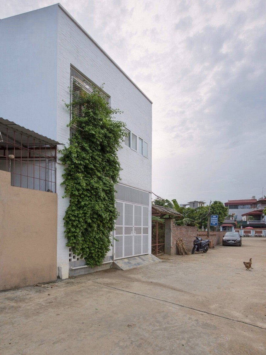 Minimalist vietnamese home adapted to a long and narrow lot for Minimalist house plans narrow lot