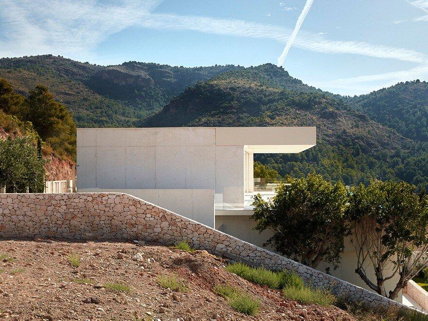 Quarry House in Valencia / Ramon Esteve Studio