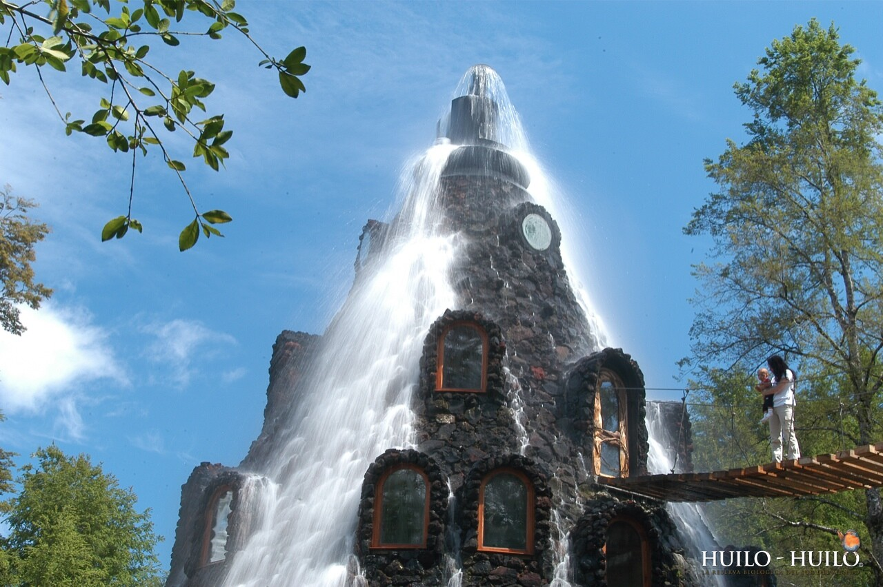 Montana Magica Lodge, a spectacular Volcano with a crystalline waterfall