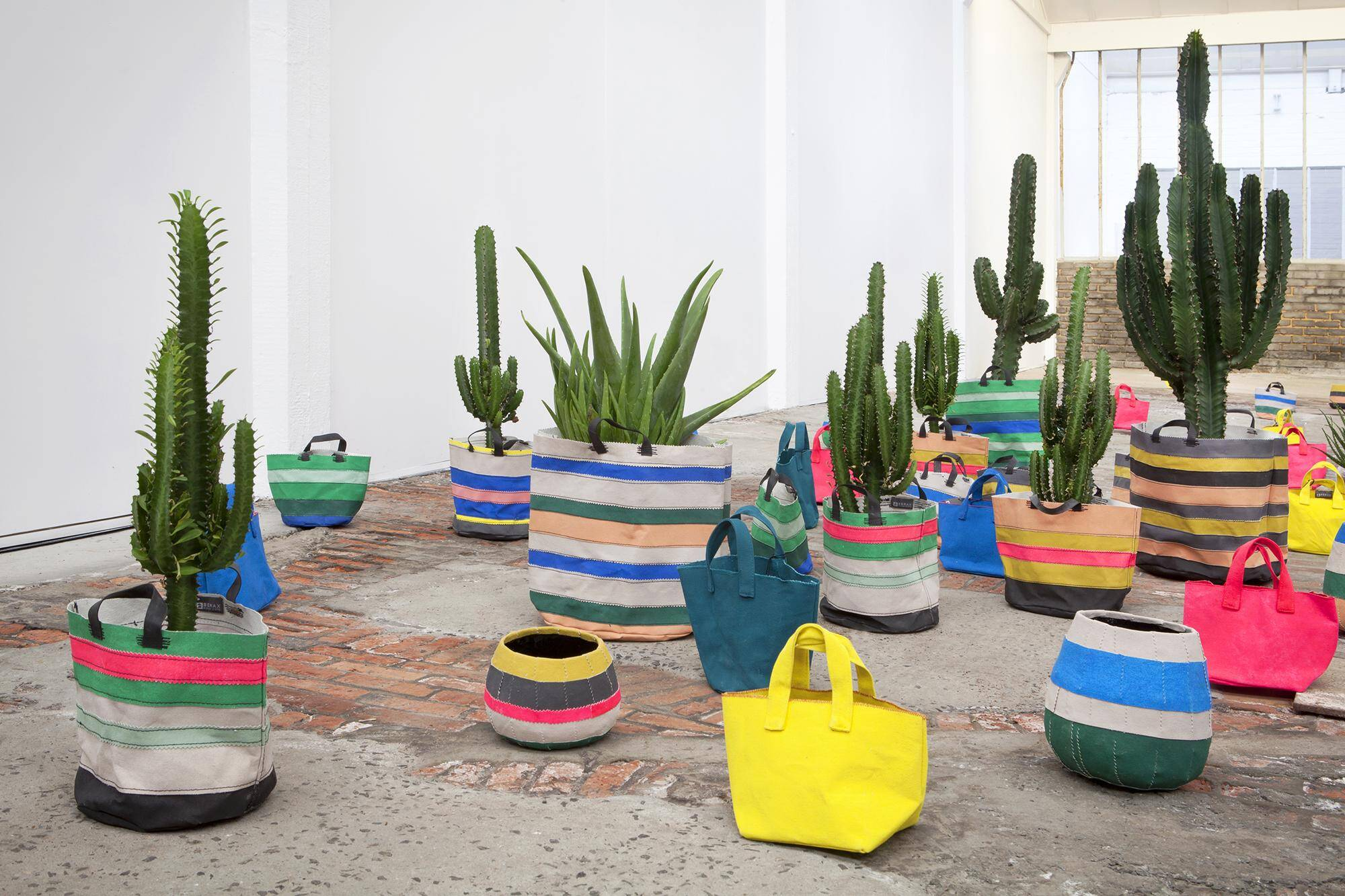 Serax - Flower pots can transform any garden or interior (2)