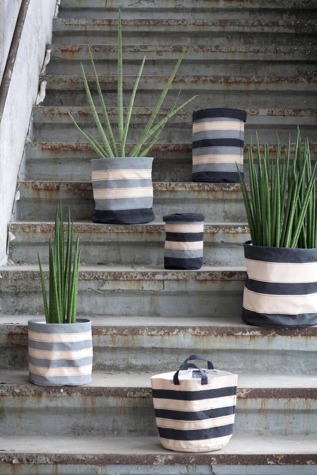 Serax - Flower pots can transform any garden or interior (3)