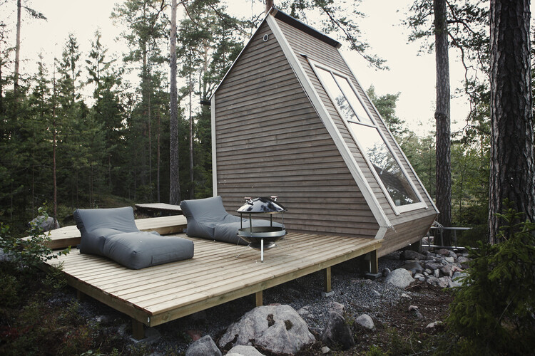 Small cabin in the woods made ​​by designer Robin Falck