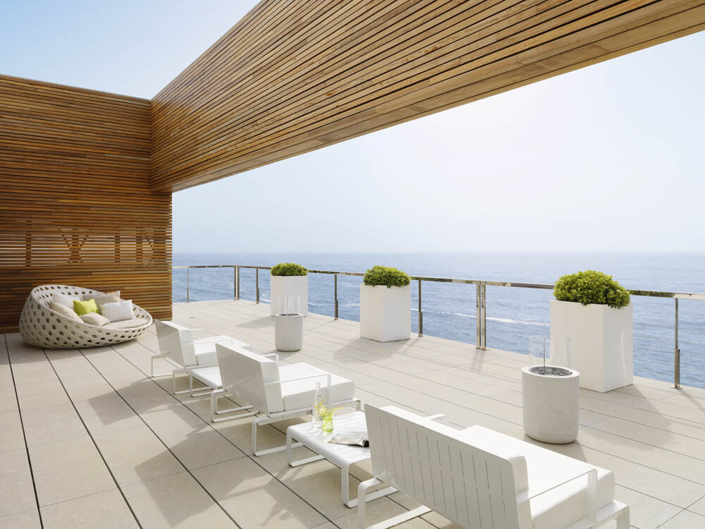 Pure White House for relaxation, sun and sea breeze