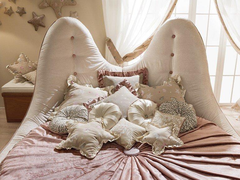Caroti transform the child's room in a micro universe (4)