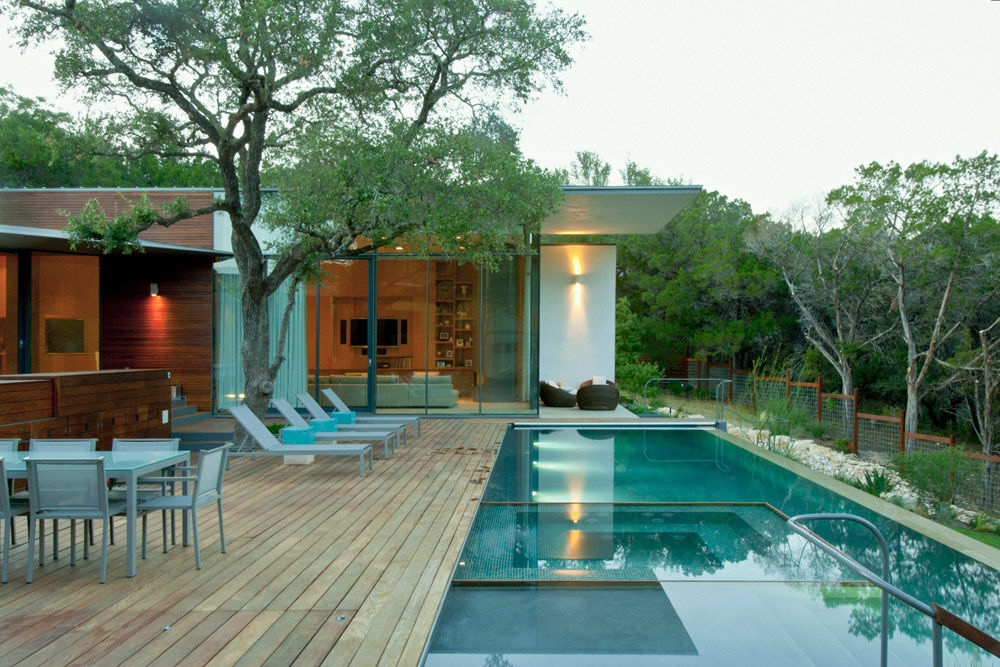 Cascading Creek House Generously Embracing Surrounding Nature