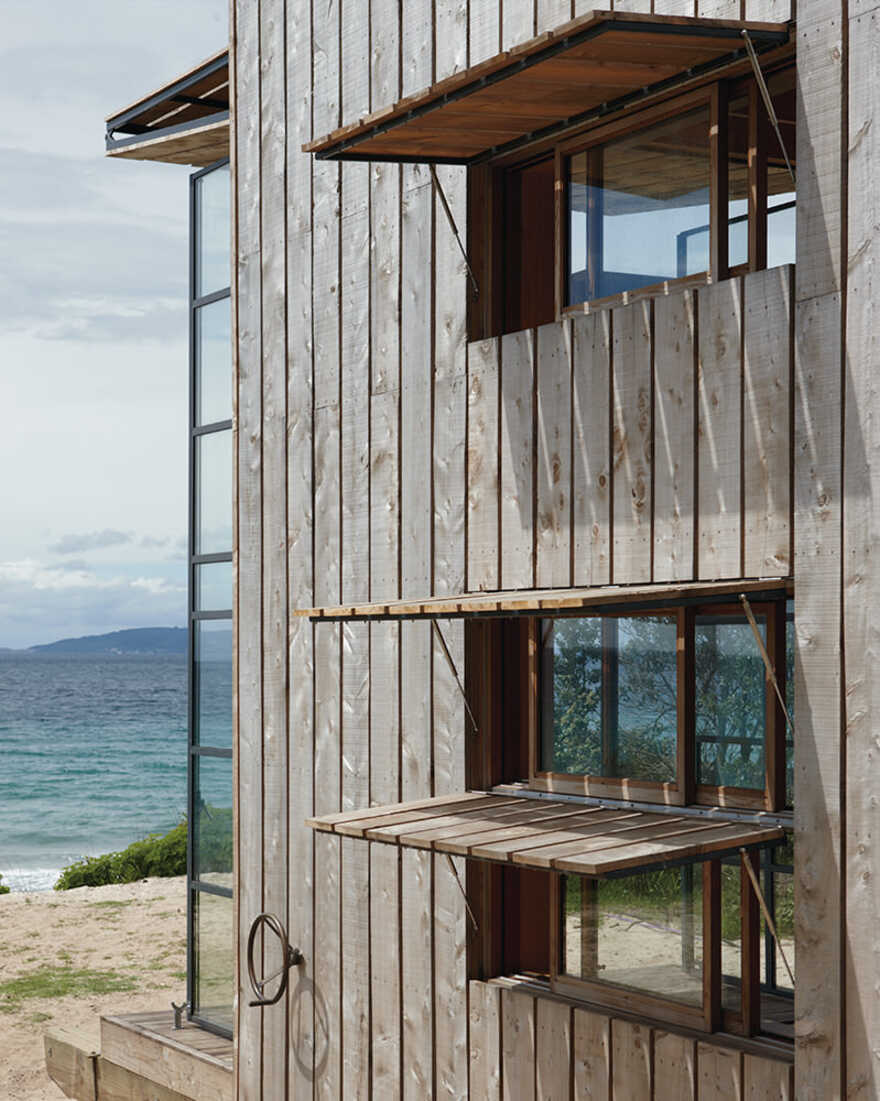 Hut on Sleds, Holiday Retreat in Coromandel Beach by Crosson Architects