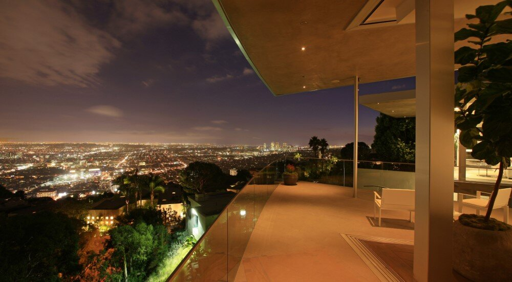 Blue Jay Way: Luxurious Family Residence with Spectacular View of Los Angeles