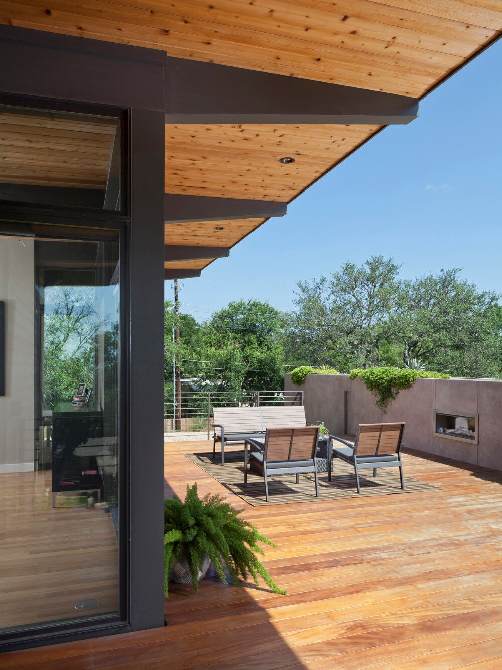 Modern architecture and spacious roof deck Barton Hills Residence - HomeWorldDesign (2) (Custom)