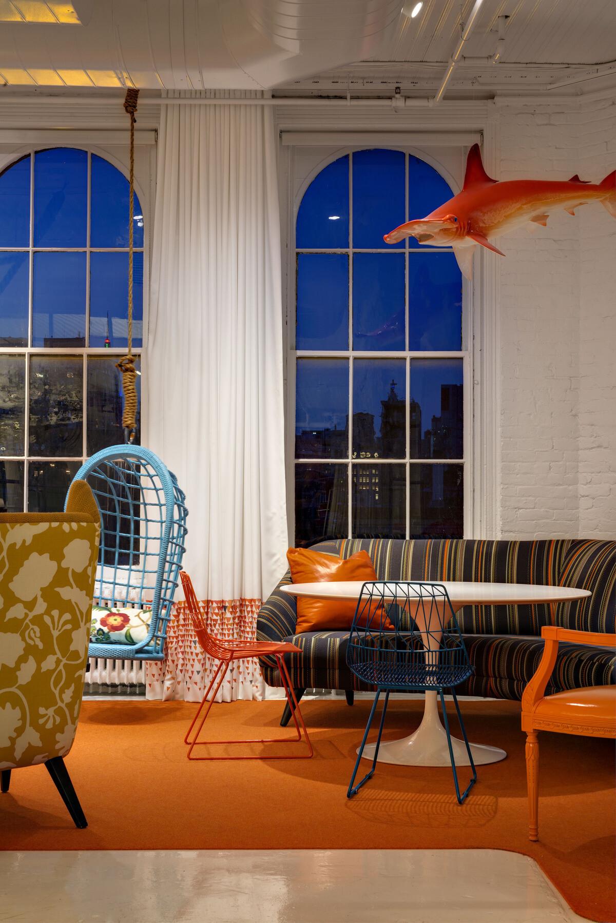 Old attic converted into modern offices BHDM Design - HomeWorldDesign (18)
