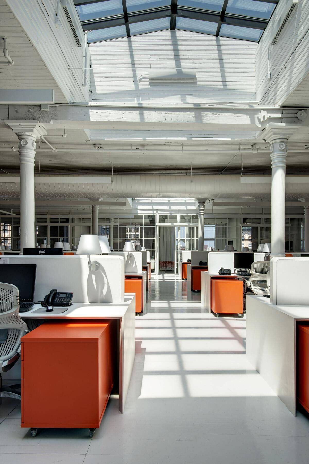 Old attic converted into modern office BHDM Design - HomeWorldDesign (6)