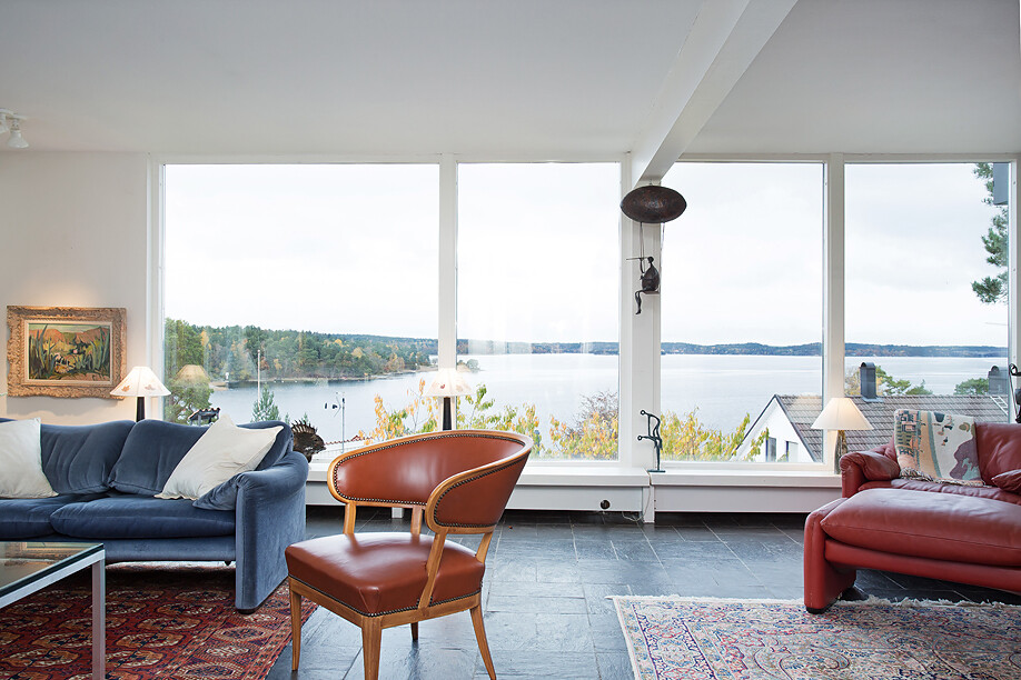 Scandinavian house with a generous view of the sea - www.homeworlddesign. com (10)