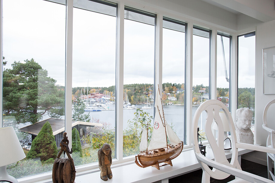 Scandinavian house with a generous view of the sea - www.homeworlddesign. com (20)