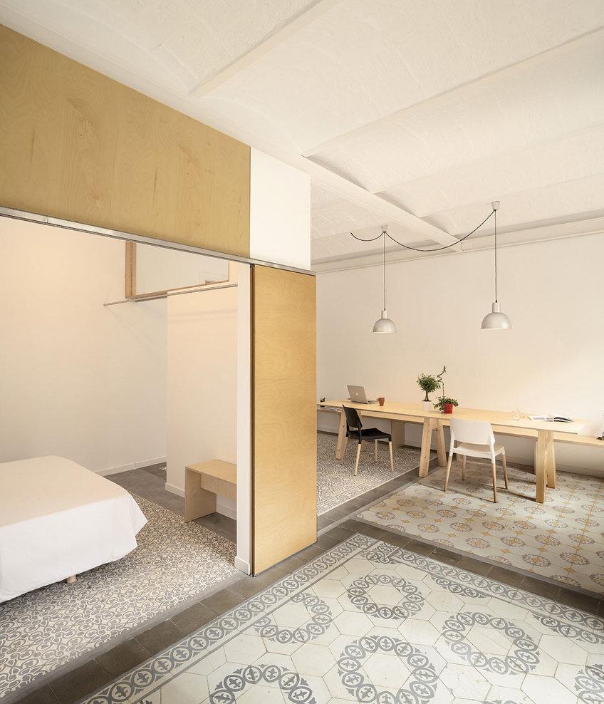Apartment Eixample renovated by the Spanish architect Adrian Elizalde - HomeWorldDesign (1)