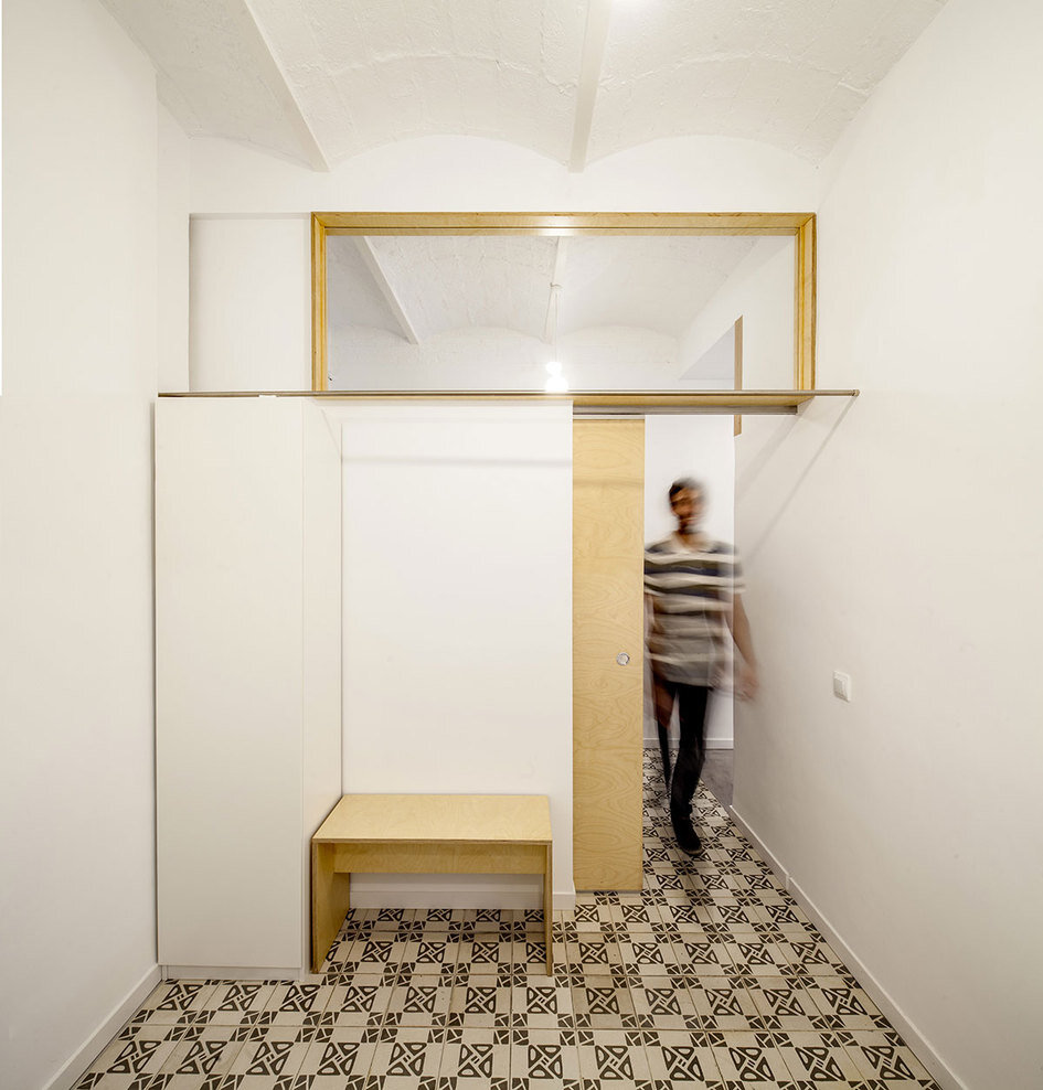 Apartment Eixample renovated by the Spanish architect Adrian Elizalde - HomeWorldDesign (10)