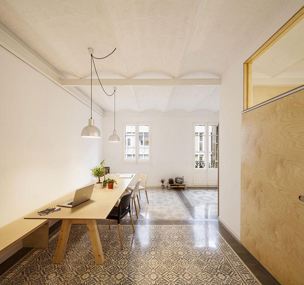 Apartment Eixample renovated by the Spanish architect Adrian Elizalde - HomeWorldDesign (3)