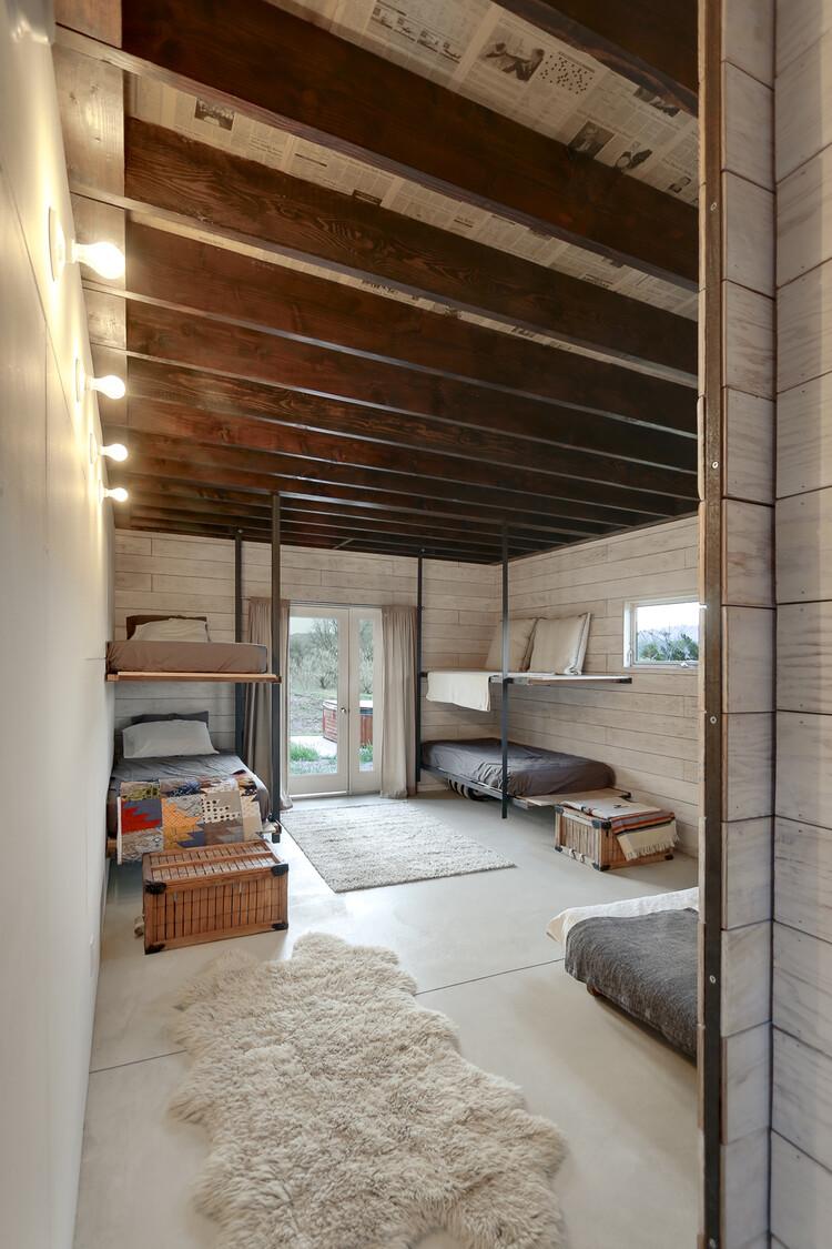 510 Cabin 1000 square foot lake house by Hunter Leggitt - HomeWorldDesign (16)