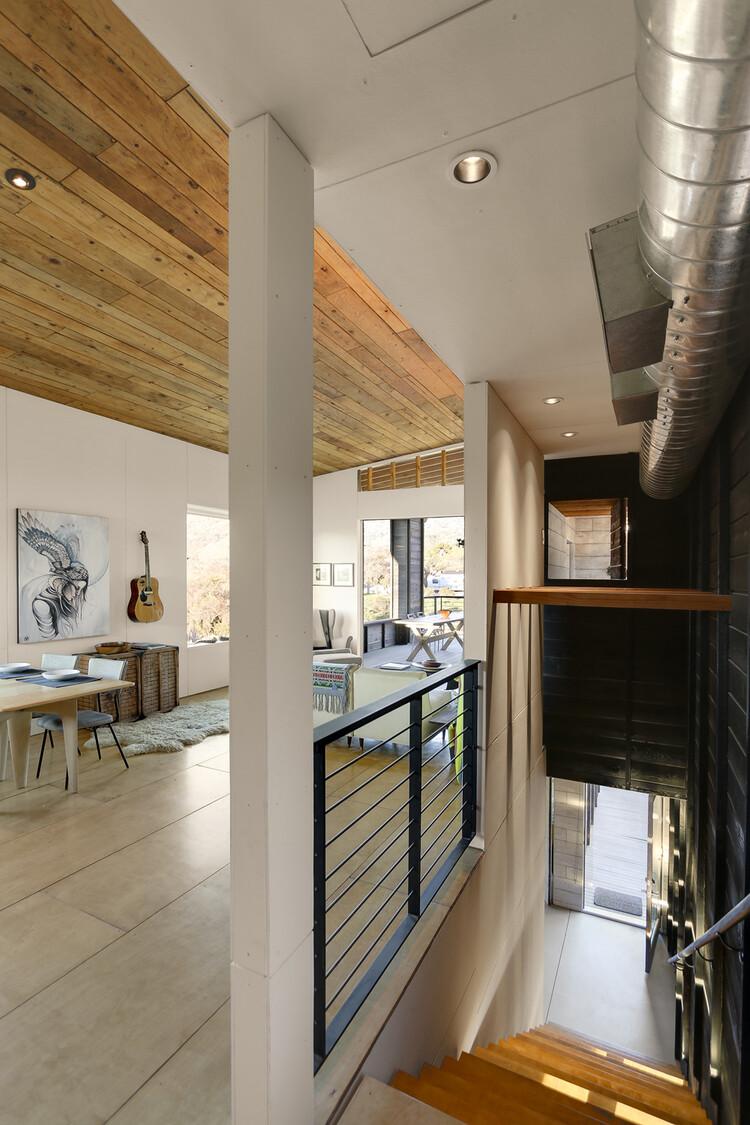 510 Cabin 1000 square foot lake house by Hunter Leggitt - HomeWorldDesign (8)