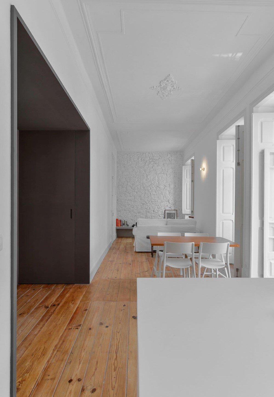 House Mouraria minimal and modern in a historic neighbourhood in Lisbon - HomeWorldDesign (28)
