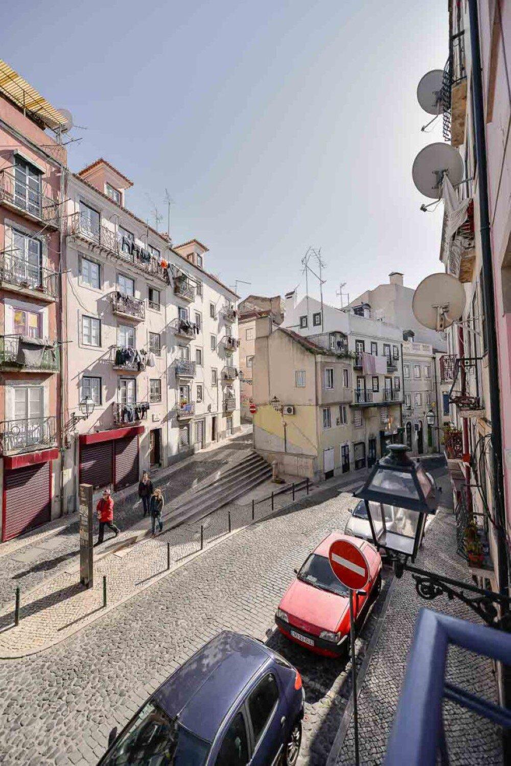 House Mouraria minimal and modern in a historic neighbourhood in Lisbon - HomeWorldDesign (29)