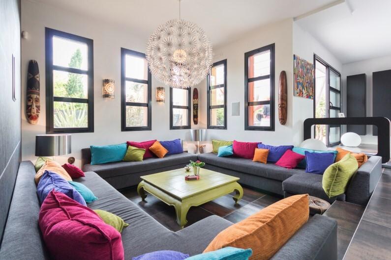 Game of colors that bring joy and dynamism – contemporary villa in La Baule