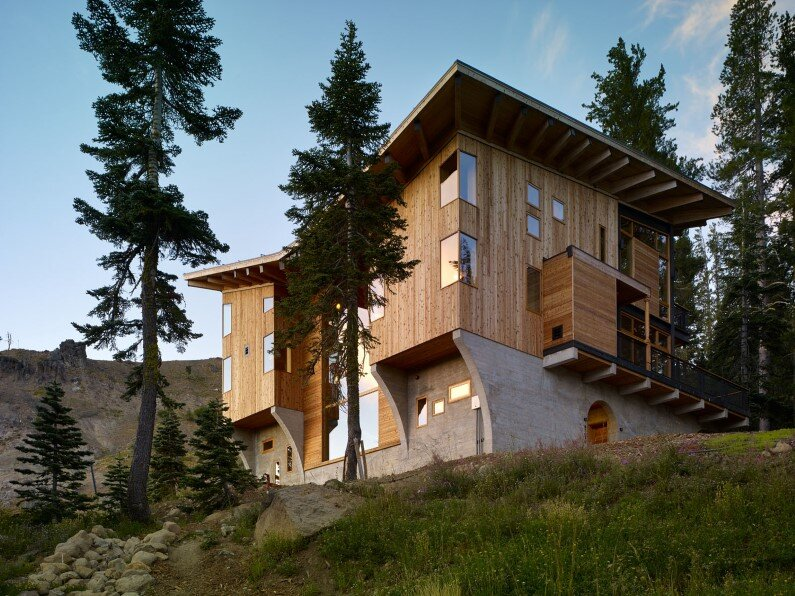 Vacation House in California: Crow's Nest Residence by Mt Lincoln Construction