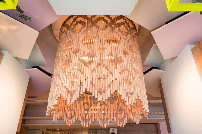 Wanda Café Optimista - chandelier