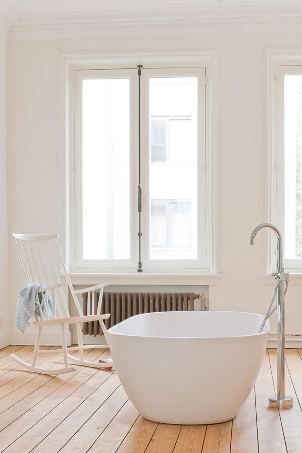 Bathroom by Antwerp-based Sculpt IT Architecten