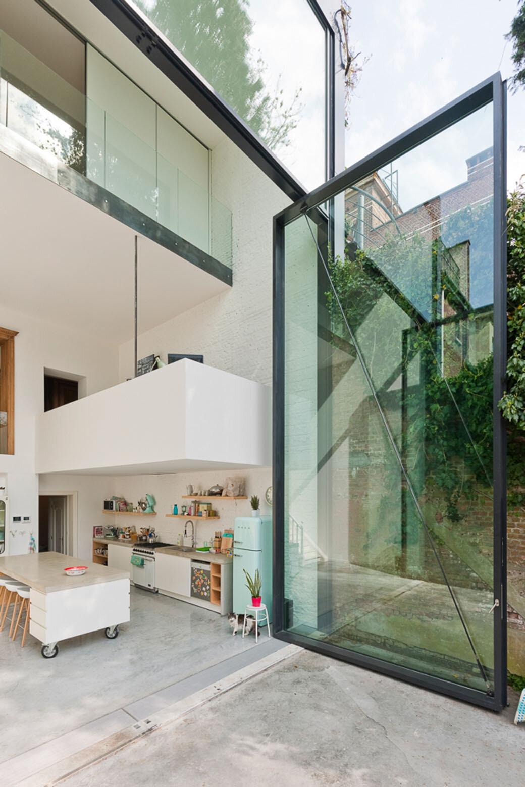House with largest pivoting door- by Antwerp-based Sculpt IT Architecten
