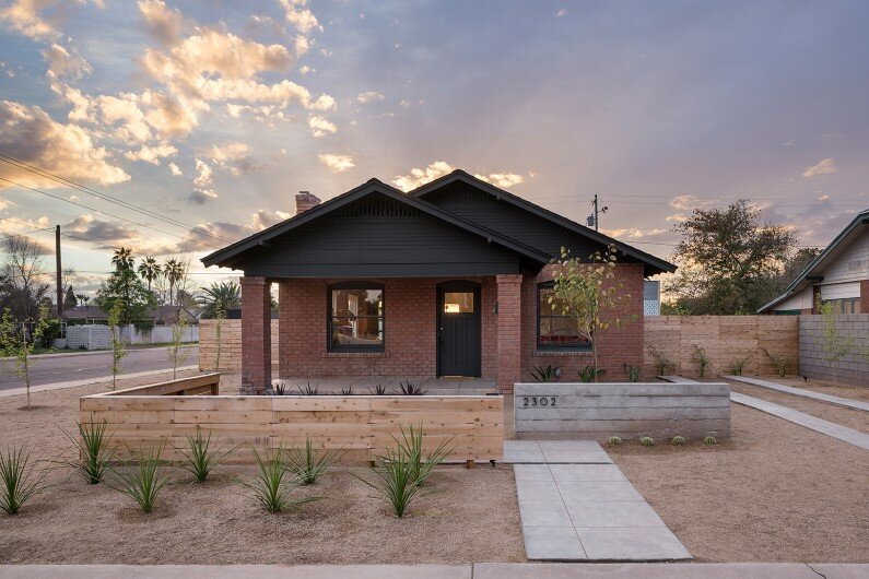 Coronado Bungalow: 1927 old building redesigned in Arizona