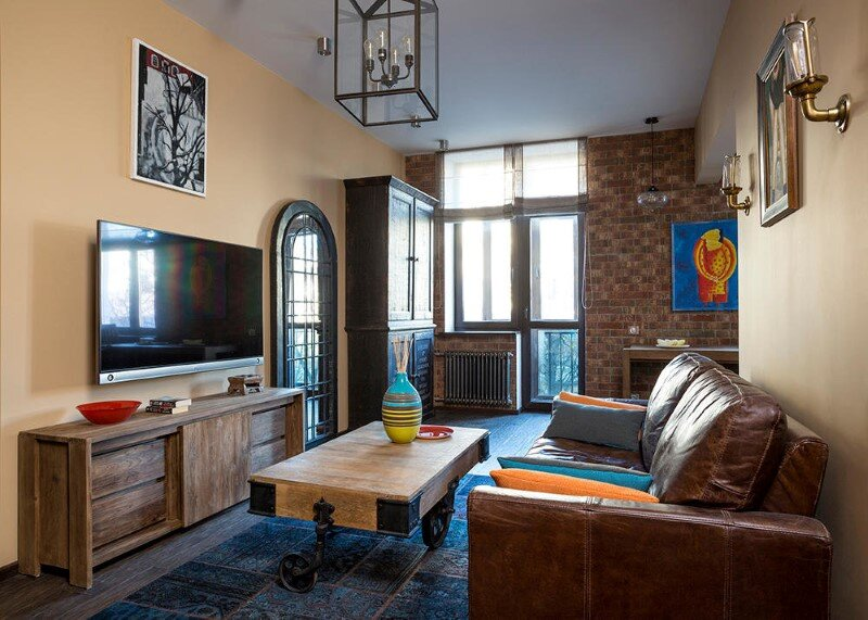 74 sqm apartment in Moscow with a lot of authentic furniture