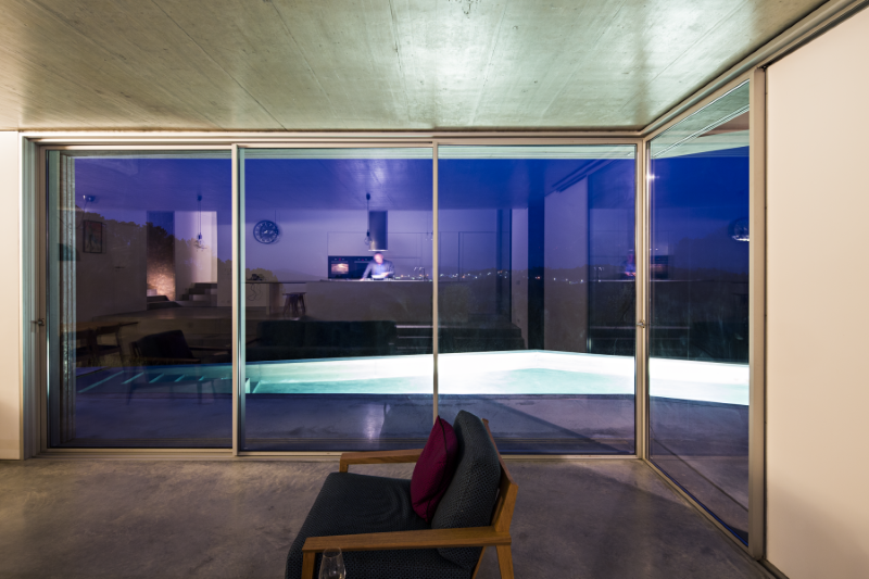 Gateira concrete house designed in harmony with dramatic landscape (17)