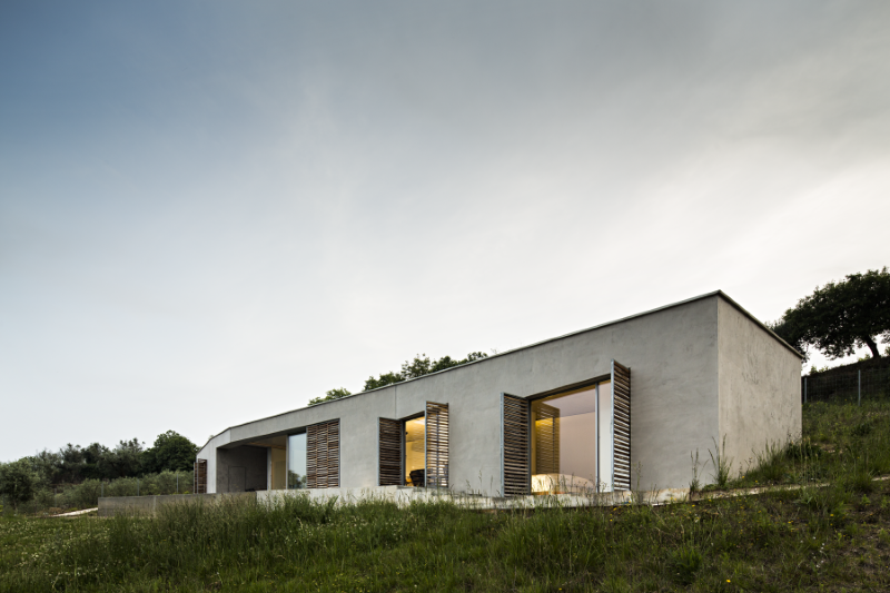 Gateira concrete house designed in harmony with dramatic landscape (6)