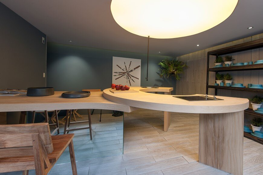 Kitchen design with subtlety of form and comfortable functionality