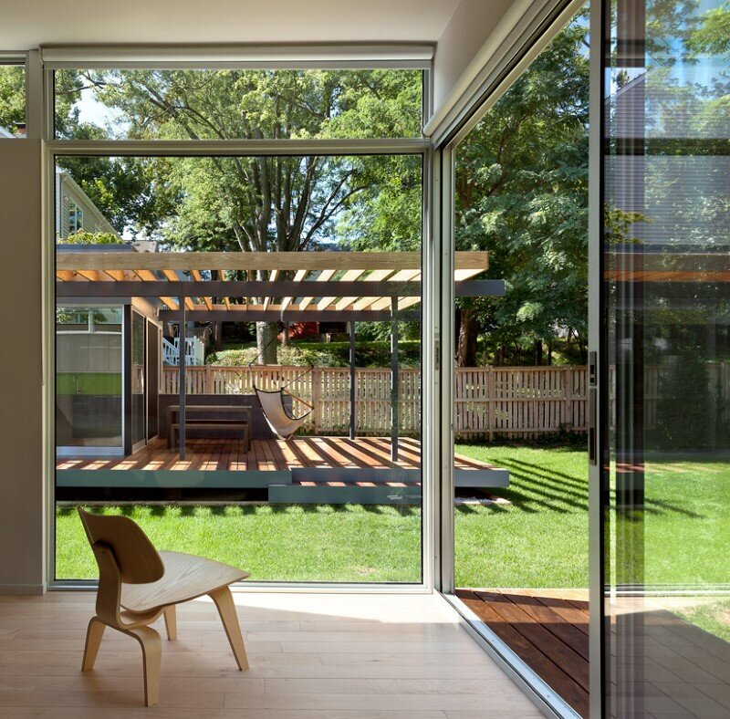 Abierta residence - courtyard house with large sliding glass doors (1)