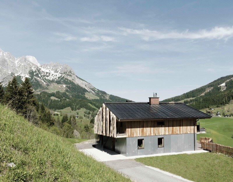 Alpine chalet – a combination of modern and traditional alpine elements