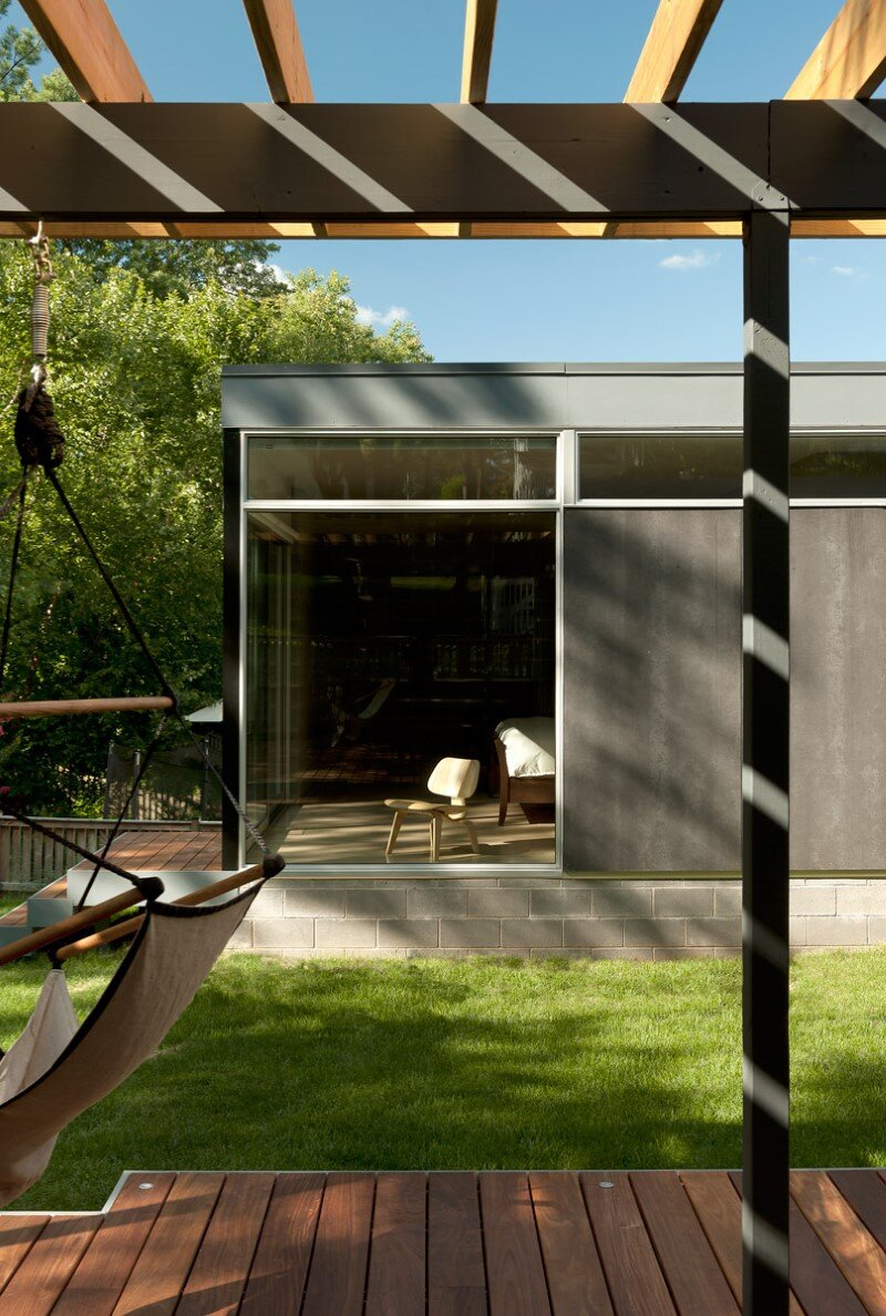 Casa Abierta - courtyard house with large sliding glass doors (8)