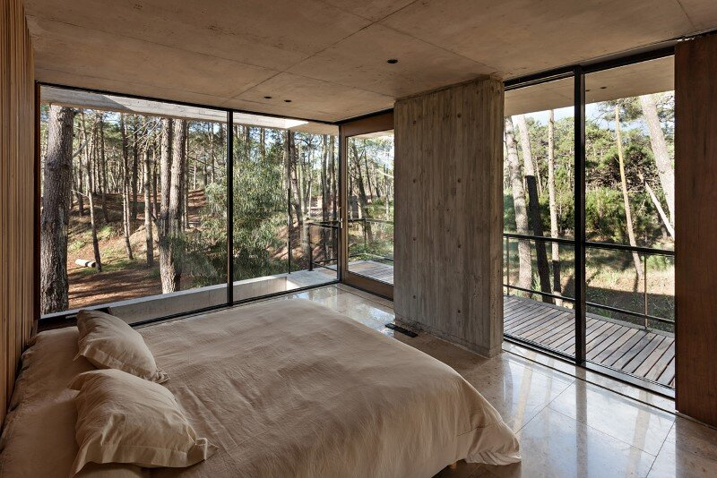 Concrete and wood harmoniously combined in Marino Pinamar House