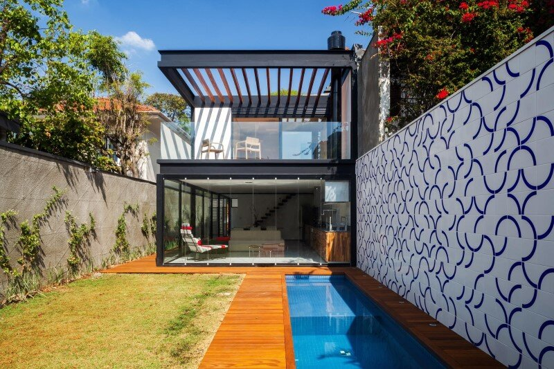 Leisure House with a Large Multiuse Space / CR2 Arquitetura