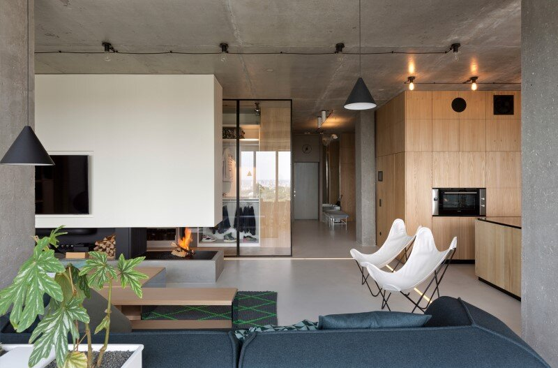 Penthouse with concrete partitions and ceiling and a glass-wall windows (6)