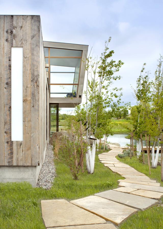 Big Timber Riverside House - Montana ranch by Hughesumbanhowar Architects (5)