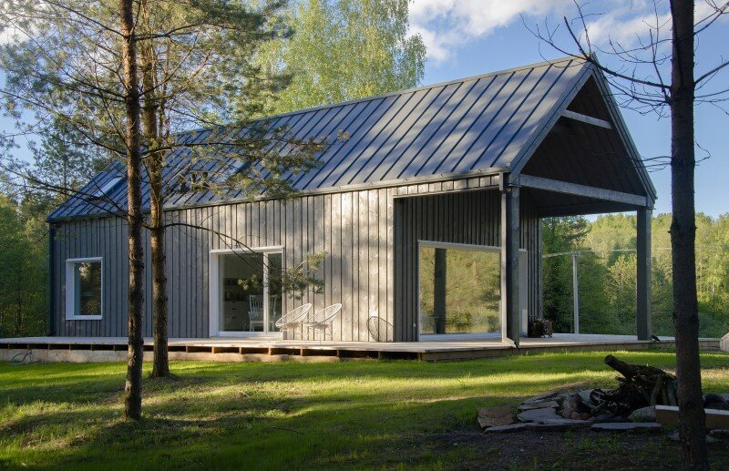 Hunting House designed for a hunter's family leisure time (1)