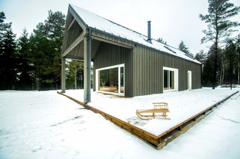 Shelter designed for a hunter's family leisure time (7)