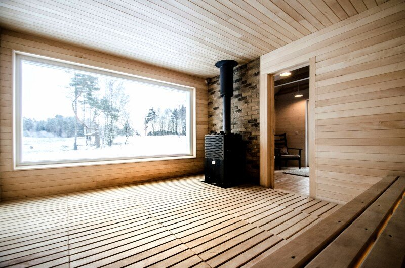 Hunting House designed for a hunter's family leisure time (9)