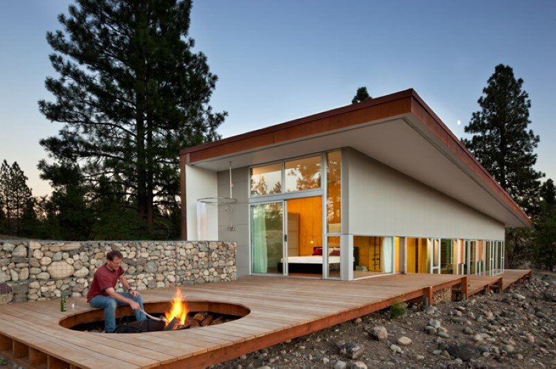 Sustainable Hill House – a big presence in a big landscape