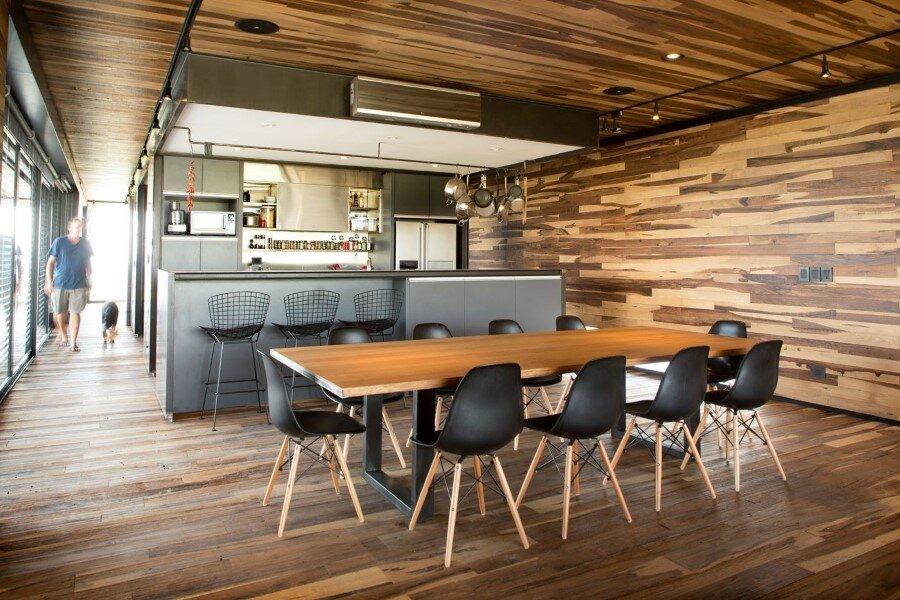 Evans House integrated into the Argentine vineyards landscape (2)